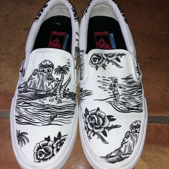 e04ab9045d Limited edition sketchy tank X vans slip-ons. M 5ad38d05331627767e725052